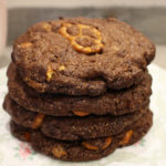 Double-Choc Cookies mit Brezeln (Sweet & Salty)