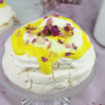 "Gin Lemon Fizz Pavlova <br>""Can´t stop eating this leckere Ding"""