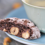 "Cantuccini Schokolade mit Haselnuss ""The dark side of baking"""