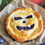 Halloween Blueberry Apple Pie im Miniformat