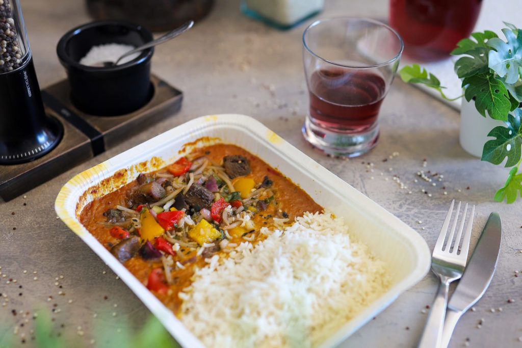 Rote Linsen Curry mit Reis Nachhaltige Verpackung