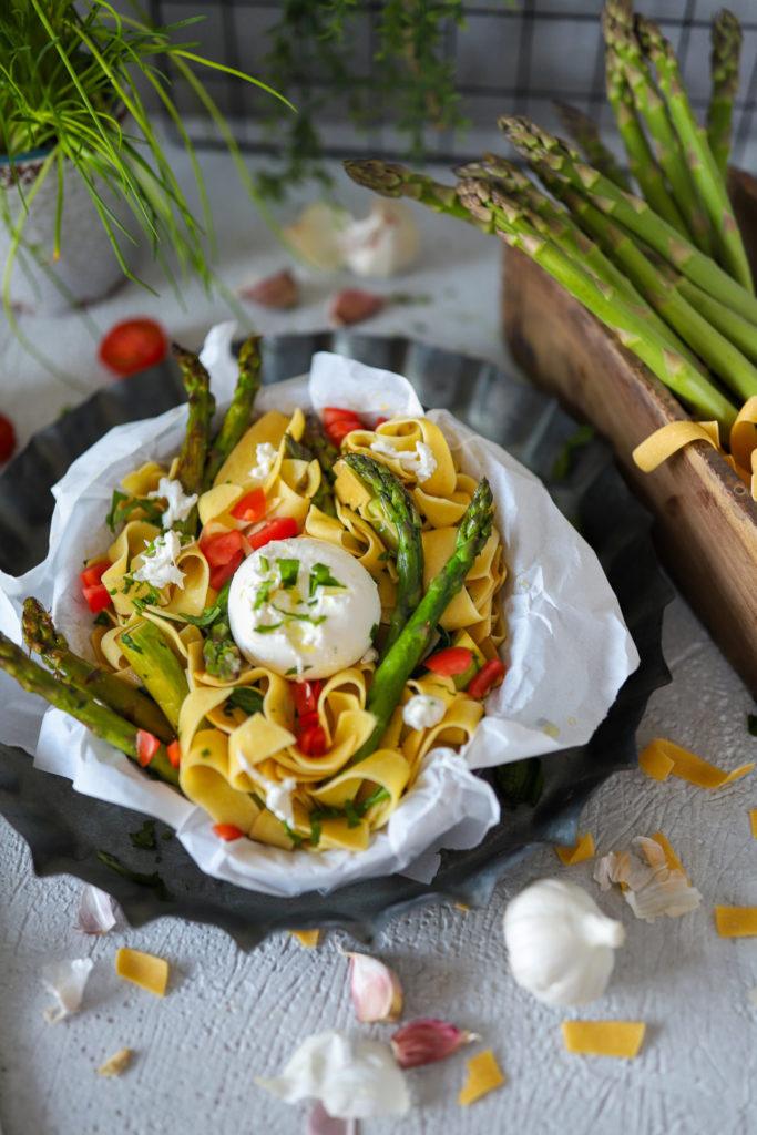 gruener spargel pasta hoch
