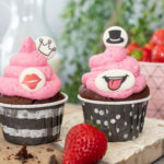 Witzige Schoko Cupcakes mit Erdbeer Frosting