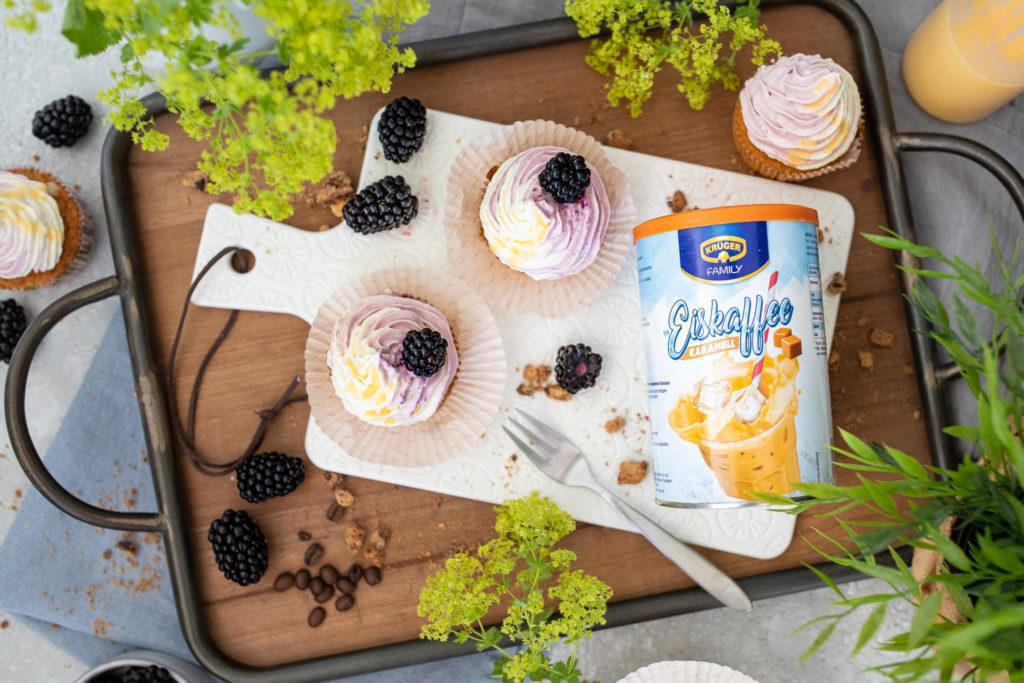 Eiskaffee Mauffins mit Brombeer Eierlikör